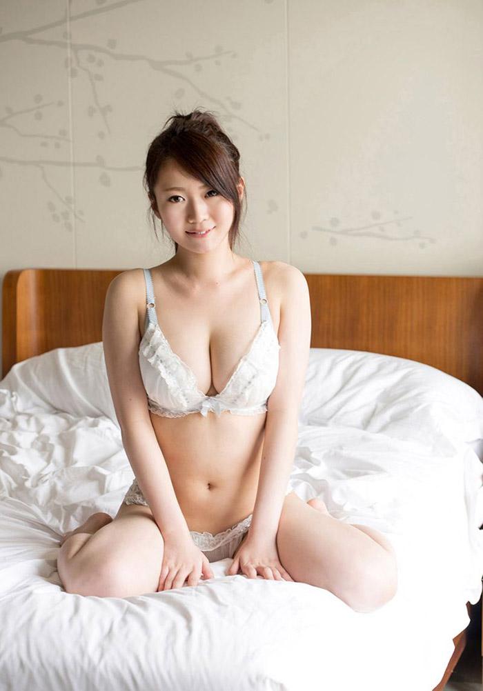 Eri Hosaka | 保坂えり | ほさか えり | 호사카 에리